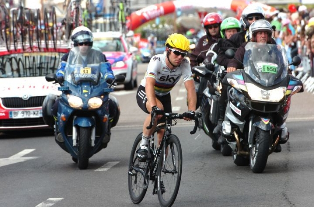 Team Sky's Mark Cavendish crashed about three kilometer from the finish line. Photo Fotoreporter Sirotti.