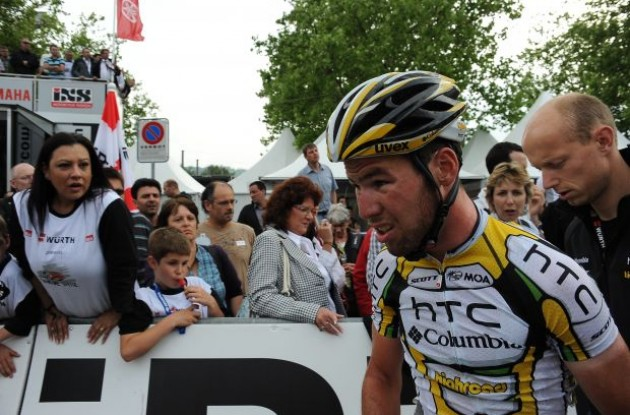 Mark Cavendish after the crash. Photo copyright Fotoreporter Sirotti.