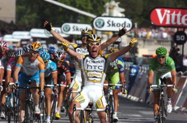 Mark Cavendish (Team Columbia-HTC) wins. Photo copyright Fotoreporter Sirotti.