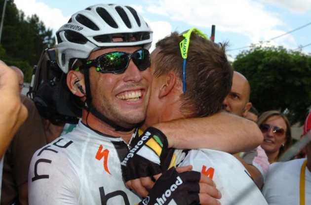 Mark Cavendish hugs teammate Tony Martin in joy after his stage win. Photo Fotoreporter Sirotti.