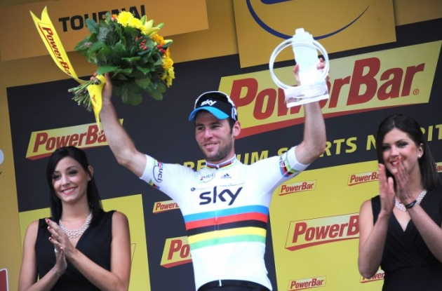 Mark Cavendish (Sky), who has one of the best sprint trains in the pro cycling business, won Stage 2 of the Tour de France 2012 without a train. Photo Fotoreporter Sirotti.