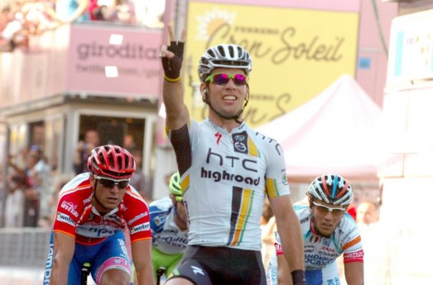 Mark Cavendish powers to his 4th stage win in this year's Tour de France. Photo copyright Fotoreporter Sirotti.