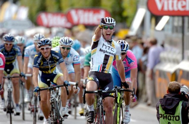 Mark Cavendish sprints to win in stage 7 of Tour de France 2011 for Team HTC-HighRoad. Photo Fotoreporter Sirotti.