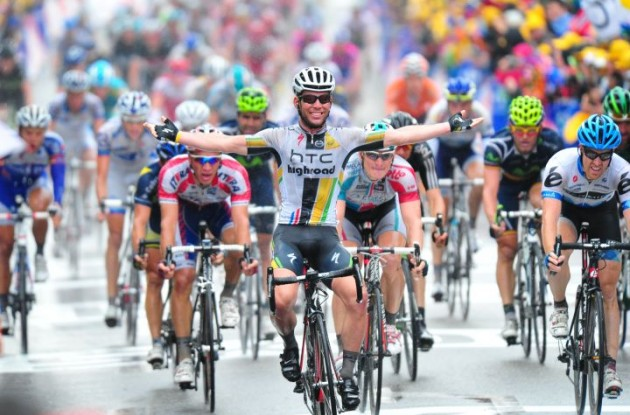 Mark Cavendish sprints to win in stage 11 of Tour de France 2011 for Team HTC-HighRoad. Photo Fotoreporter Sirotti.