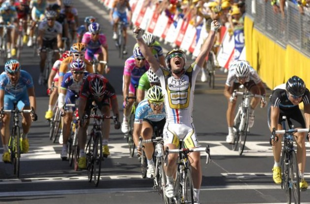 Mark Cavendish bounces back from the dead! Photo copyright Fotoreporter Sirotti.