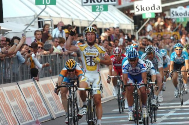 Mark Cavendish (Team Columbia-Highroad) takes his first win in the Giro d'Italia 2009. Photo copyright Fotoreporter Sirotti.