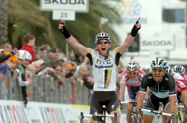 Matthew Goss wins Milano-San Remo 2011 ahead of FaBian Cancellara and Philippe Gilbert. Photo Fotoreporter Sirotti.
