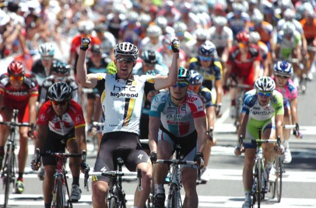 Matthew Goss wins stage 1 of Tour Down Under 2011. Photo Fotoreporter Sirotti.