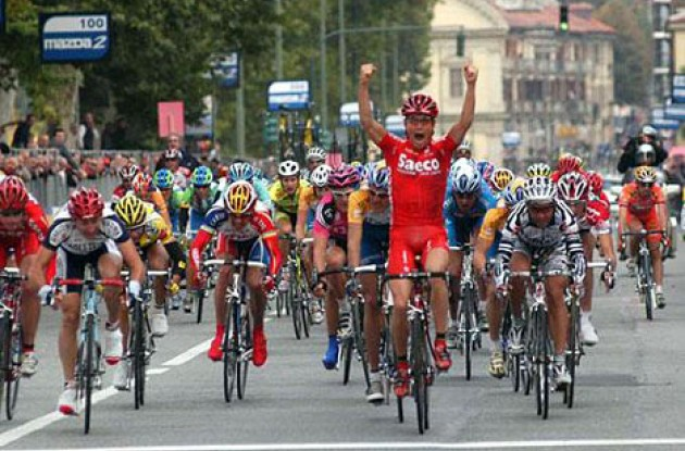 Mirko Celestino crosses the line ahead of Davide Rebellin and Perdiguero. Photo copyright Fotoreporter Sirotti.