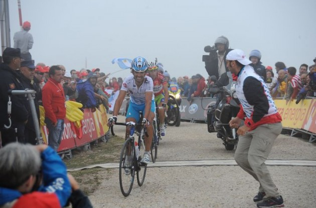 Mosquera crosses the finish line closely marked by Nibali. Photo copyright Fotoreporter Sirotti.