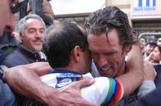 World Champion Mario Cipollini congratulates Paolo Bettini on his win. Good job bro'! Photo Copyright Fotoreporter Sirotti