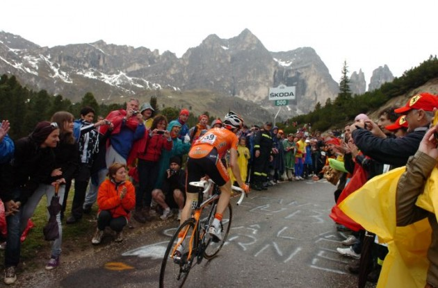 Nieve on his way to stage victory. Photo Fotoreporter Sirotti.