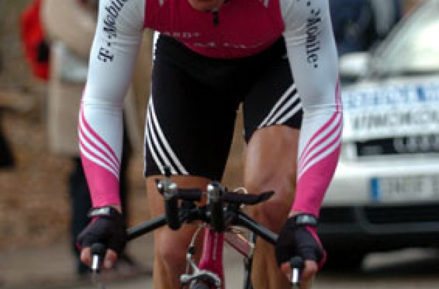 Last year's Paris-Nice winner Alexandre Vinokourov (T-Mobile) finished 26 seconds behind Jaksche today. Photo copyright Fotoreporter Sirotti.