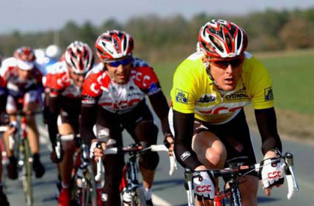 Jorg Jaksche (CSC - yellow jersey) and Bobby Julich (CSC) working hard to separate the winners from the losers. Photo copyright Fotoreporter Sirrotti.