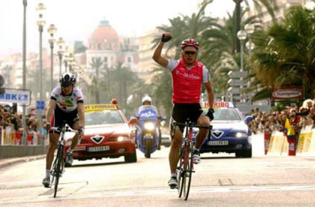 Vinokourov strikes for the third time in this year's Paris-Nice. Photo copyright Fotoreporter Sirotti.