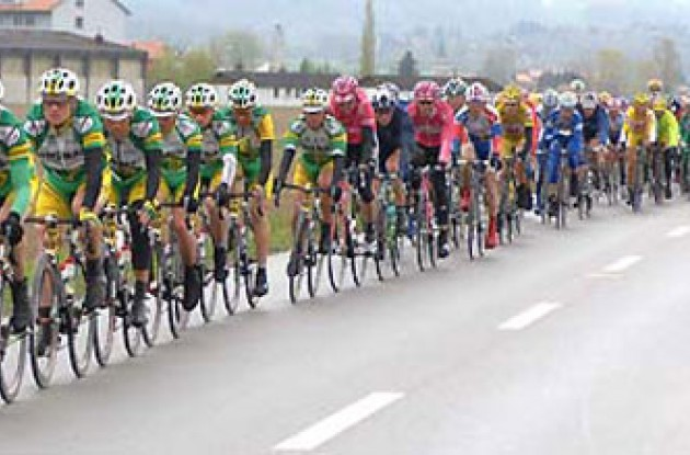 Peloton on the move. Photo copyright Roadcycling.com.