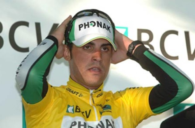Pereiro on the podium in Geneva. Photo copyright Roadcycling.com.