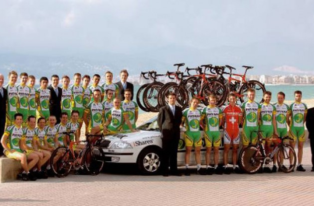 Team Phonak-iShares 2006. Photo copyright Roadcycling.com.