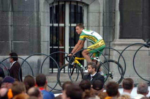 Tyler Hamilton on the catwalk in Liege, Belgium. Tyler will wear rider number 21 in the Tour.