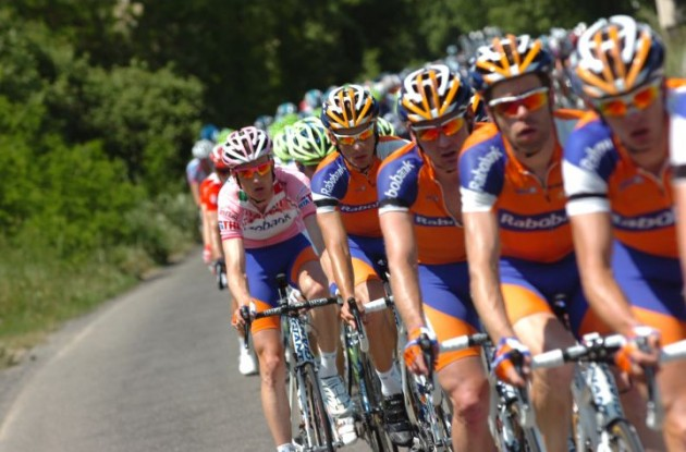 The Giro d'Italia peloton lead by Team Rabobank. Photo Fotoreporter Sirotti.