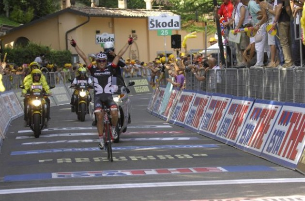 Simon Gerrans wins! Photo copyright Fotoreporter Sirotti.