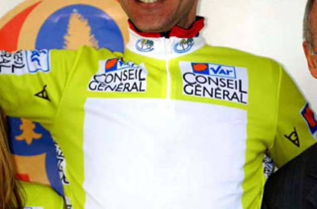 Voigt in the leader's jersey ... feel free to fill in team logo. Photo copyright Fotoreporter Sirotti.