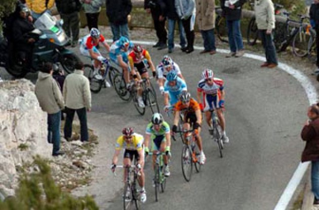 Voigt leads the breakaway group up Mont Faron. Photo copyright Fotoreporter Sirotti.
