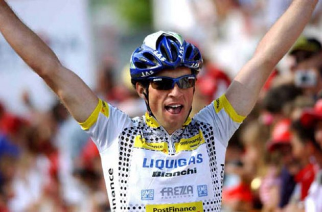 Albasini celebrates his fine victory. Photo copyright Fotoreporter Sirotti.