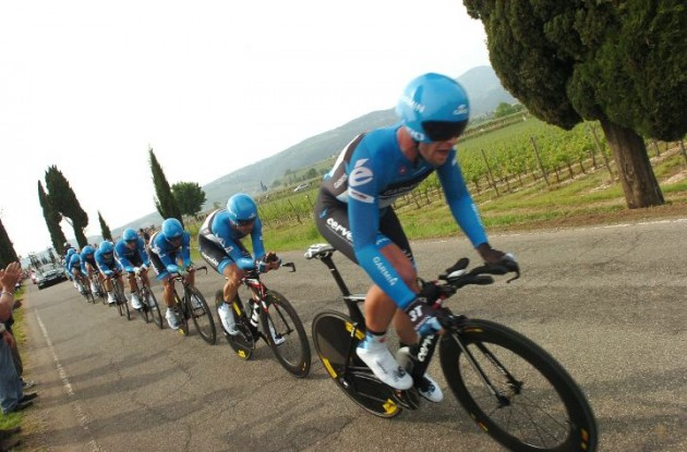 Team Garmin-Barracuda on its way to Giro d'Italia stage victory. Photo Fotoreporter Sirotti.