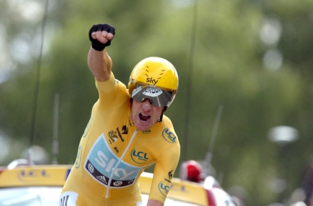 Team Sky Procycling's Bradley Wiggins powers to victory in stage 19 individual time trial of the 2012 Tour de France and increases overall Tour de France lead ahead of teammate Christopher Froome and Vincenzo Nibali of Team Liquigas-Cannondale. Photo Fotoreporter Sirotti.