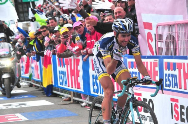 Thomas De Gendt climbs to 2012 Giro d'Italia queen stage victory on Stelvio. Photo Fotoreporter Sirotti.