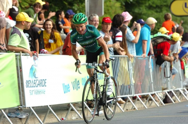 Thomas Voeckler of Team Europcar attacks. Photo Fotoreporter Sirotti.