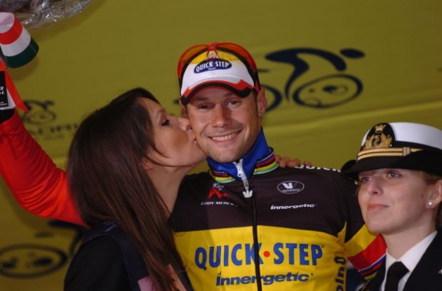 Sweet podium girl kisses for Tom Boonen. Life if sweet! Photo copyright Fotoreporter Sirotti.
