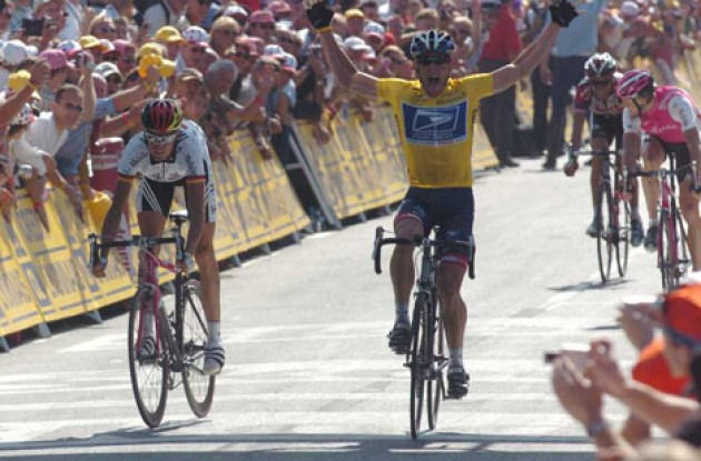 Lance Armstrong takes the win ahead of Andreas Klöden, Jan Ullrich and Ivan Basso. Will Armstrong settle for four stage wins, or will he go for the sprint again tomorrow? Stay tuned to Roadcycling.com to find out!