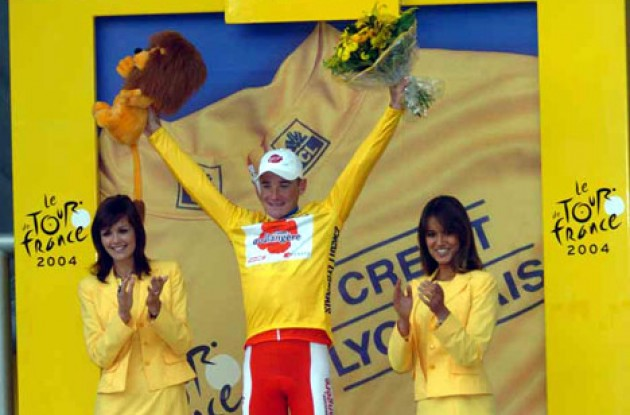 Thomas Voeckler is still the man in yellow. Will he be able to maintain his overall lead tomorrow? Stay tuned to Roadcycling.com to find out! Photo copyright Fotoreporter Sirotti.