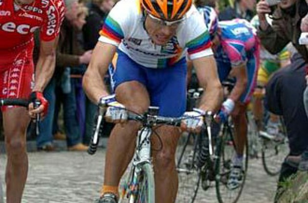 Oscar Freire (Rabobank) received three points for 23rd place and leads the World Cup competition with 103 points. Photo copyright Fotoreporter Sirotti.