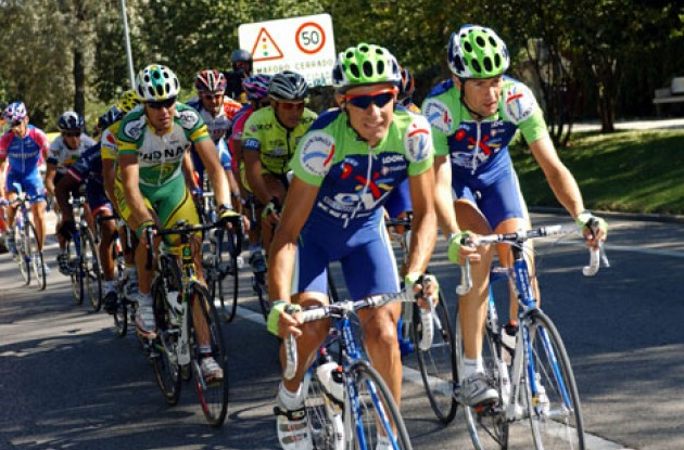 Breakaway group. Photo copyright Unipublic.