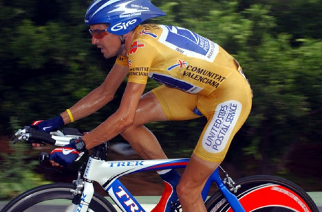 Manuel Beltran fought hard to keep the yellow leader's jersey. Photo copyright Unipublic.