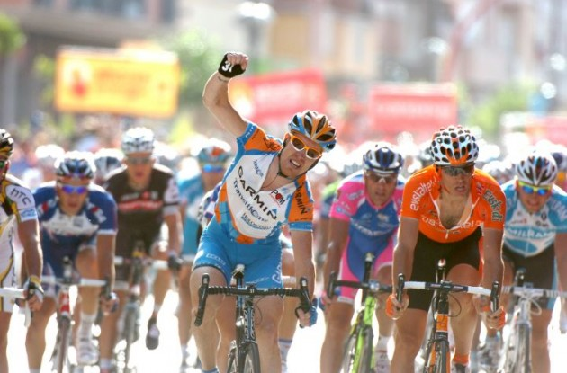 Tyler Farrar wins stage 11 of the 2009 Tour of Spain. Photo copyright Fotoreporter Sirotti.