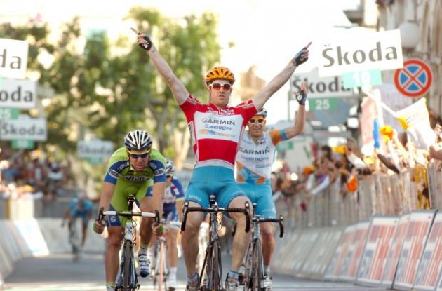 Tyler Farrar wins! Photo copyright Fotoreporter Sirotti.