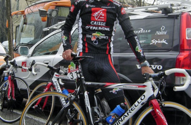 Valverde with his new Pinarello Paris Carbon FP bike. Photo copyright Roadcycling.com.