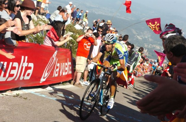 Vincenzo Nibali chases Rodriguez. Photo copyright Fotoreporter Sirotti.