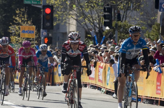 Dave Zabriskie and Paolo Savoldelli cross the finish line in Santa Rosa, CA, USA. Photo copyright Roadcycling.com.
