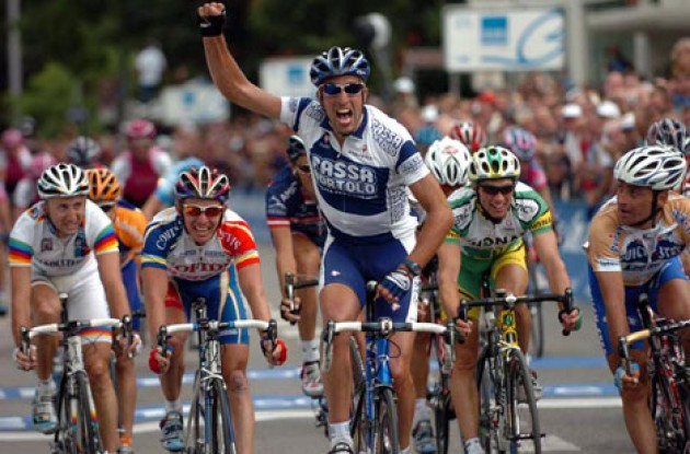 Flecha takes the win ahead of Bettini and Pineau. Photo copyright Fotoreporter Sirotti.